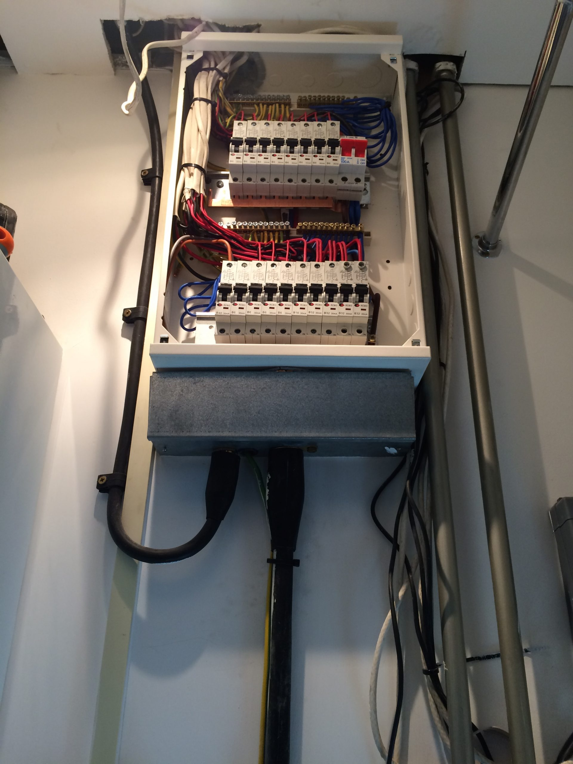 ELECTRICAL INSTALLATION & MANTAINANCE